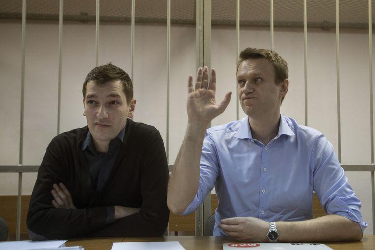 Aleksej Navalny (rechts) en zijn broer Oleg. Beeld ap