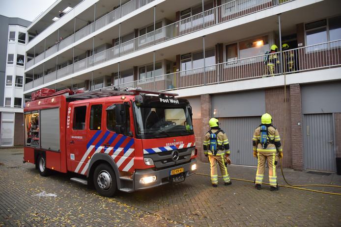 De brandweer werd opgeroepen voor een brand aan de Muiderslotstraat in Nijmegen.
