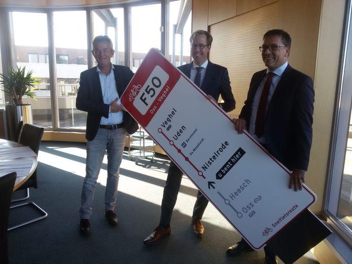 Van links naar rechts: Rien Wijdeven (wethouder Bernheze), Christophe van der Maat (gedeputeerde provincie Noord-Brabant), Franko van Lankvelt (wethouder Uden).
