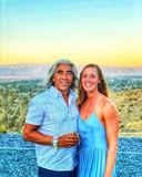 Femke Heemskerk en haar man bij het huis met het zwembad in Palm Springs