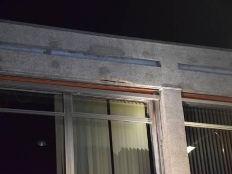 Beton valt van gevel pand aan Kattensingel Gouda