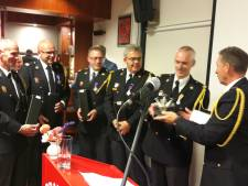 Jan Vos zegt brandweer Kerkdriel vaarwel met kat naar veiligheidsregio