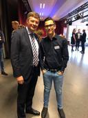 Na afloop van zijn praatje ging Jan Peter Balkenende op de foto met onder meer Ricardo Molendijk.