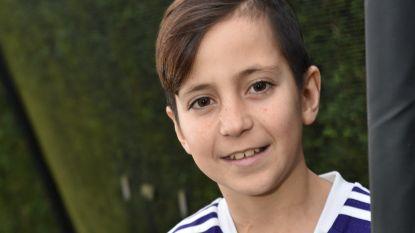 """Yannis (13) verliest na tien jaar strijd tegen kanker: """"Hij heeft geprobeerd om alles uit het leven te halen"""""""