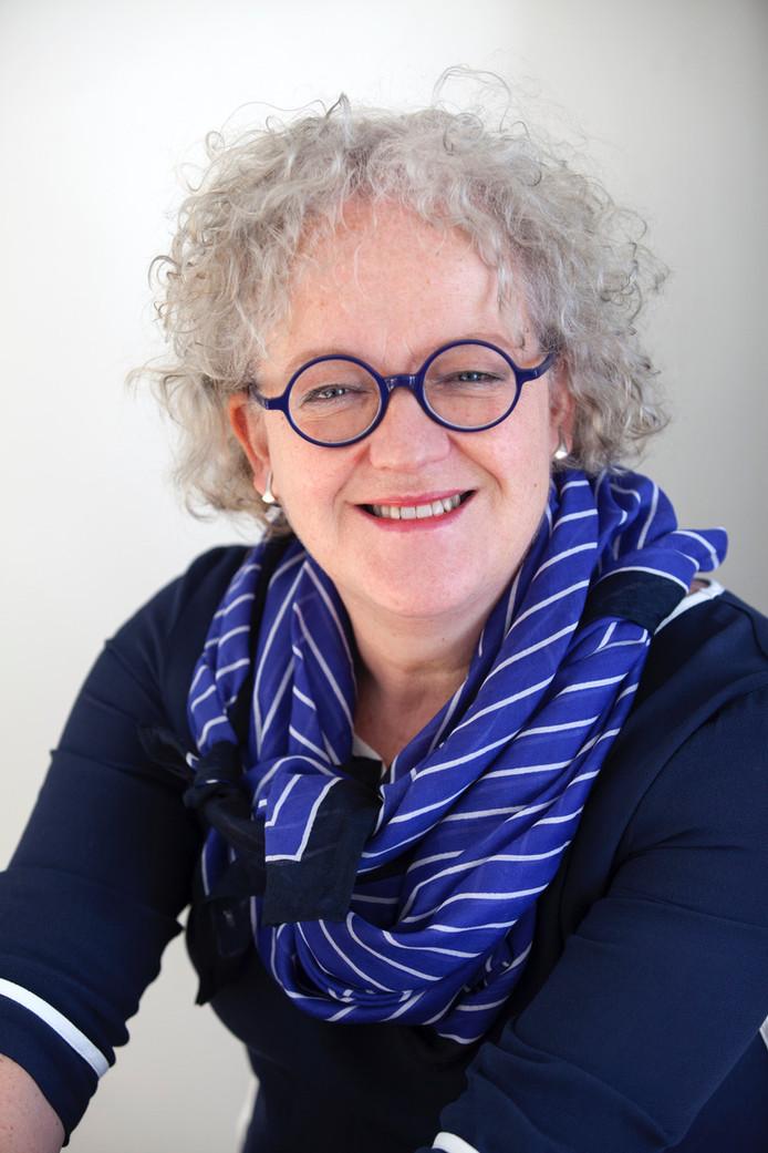 Gynaecoloog Mieke Kerkhof schrijft over haar vak en spreekt in Borne.
