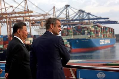 Hoogleraar: China pompt miljarden in Zuid-Europa om Rotterdamse haven klein te krijgen