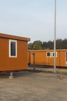 Stacaravans gearriveerd in Rijsbergen voor gezinnen Fort Oranje