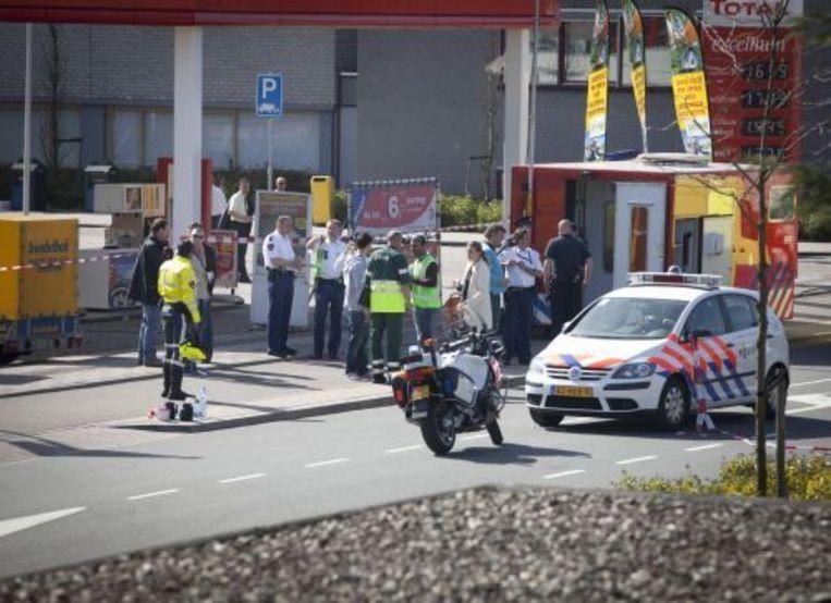 Hulpverleners staan zaterdag voor winkelcentrum De Ridderhof in Alphen aan den Rijn. ANP Beeld