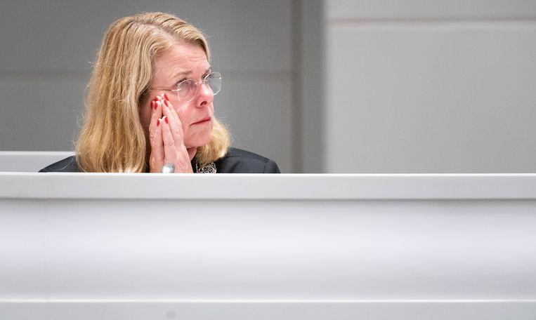 Burgemeester Pauline Krikke woensdagavond tijdens een spoeddebat in de Haagse gemeenteraad over het corruptie-onderzoek naar de wethouders Richard de Mos en Rachid Guernaoui.  Beeld Freek van den Bergh / de Volkskrant