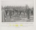 1909: Commissaris van de Koningin Van Voorst tot Voorst reikt in Breda de Zilveren Zweep uit aan de winnaar bij de eenspannen.