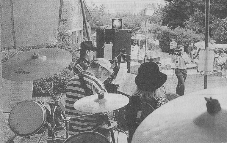 De Waanzin bracht een eerste concert in juni 1994 in de Sluppe op dezelfde plaats waar nu Luc Vandeplas werd gehuldigd