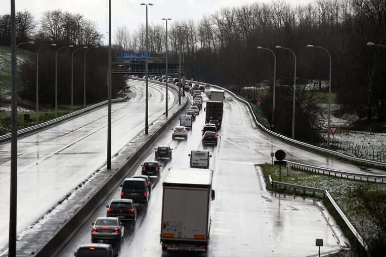 E314 afgesloten na zwaar ongeval met acht wagens in Winksele