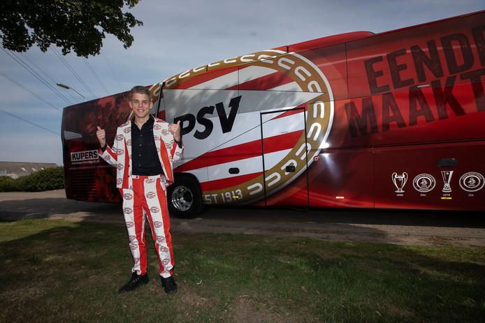 De spelersbus van PSV is binnenkort te verwachten op het TSC-complex in Oosterhout.