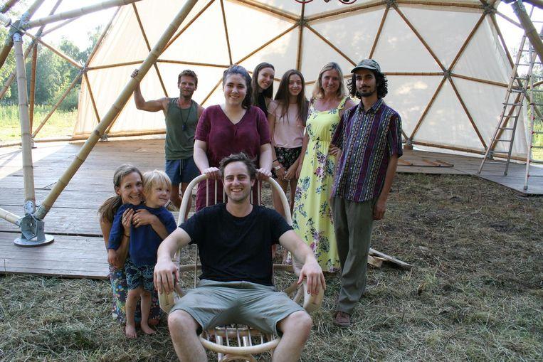 Tibbe Verschaffel en zijn team bouwen hun 'bamboe dome' dit jaar op aan de suikerfabrieksite.