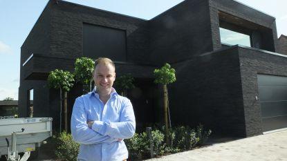 """Van grond- tot dakwerken: elektricien Cederik (33) bouwt zelf kant-en-klare huizen: """"Ik kon slordigheden op bouwwerven niet meer zien"""""""