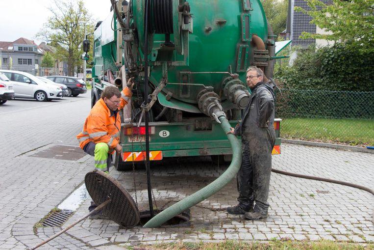 Een reinigingsfirma kwam de riolering spoelen.