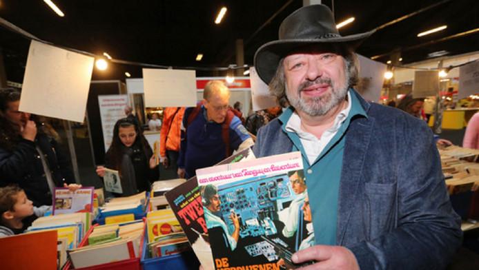 Peter Ottens, al 41 jaar eigenaar van de Delftse stripwinkel Bul Super, gaf tijdens de beurs gratis boeken weg.