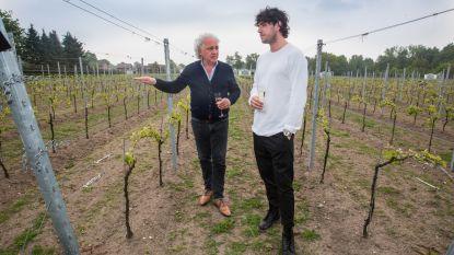 Families Moser en Candreva verbroederen op wijngaard L'uno Coll'Altro
