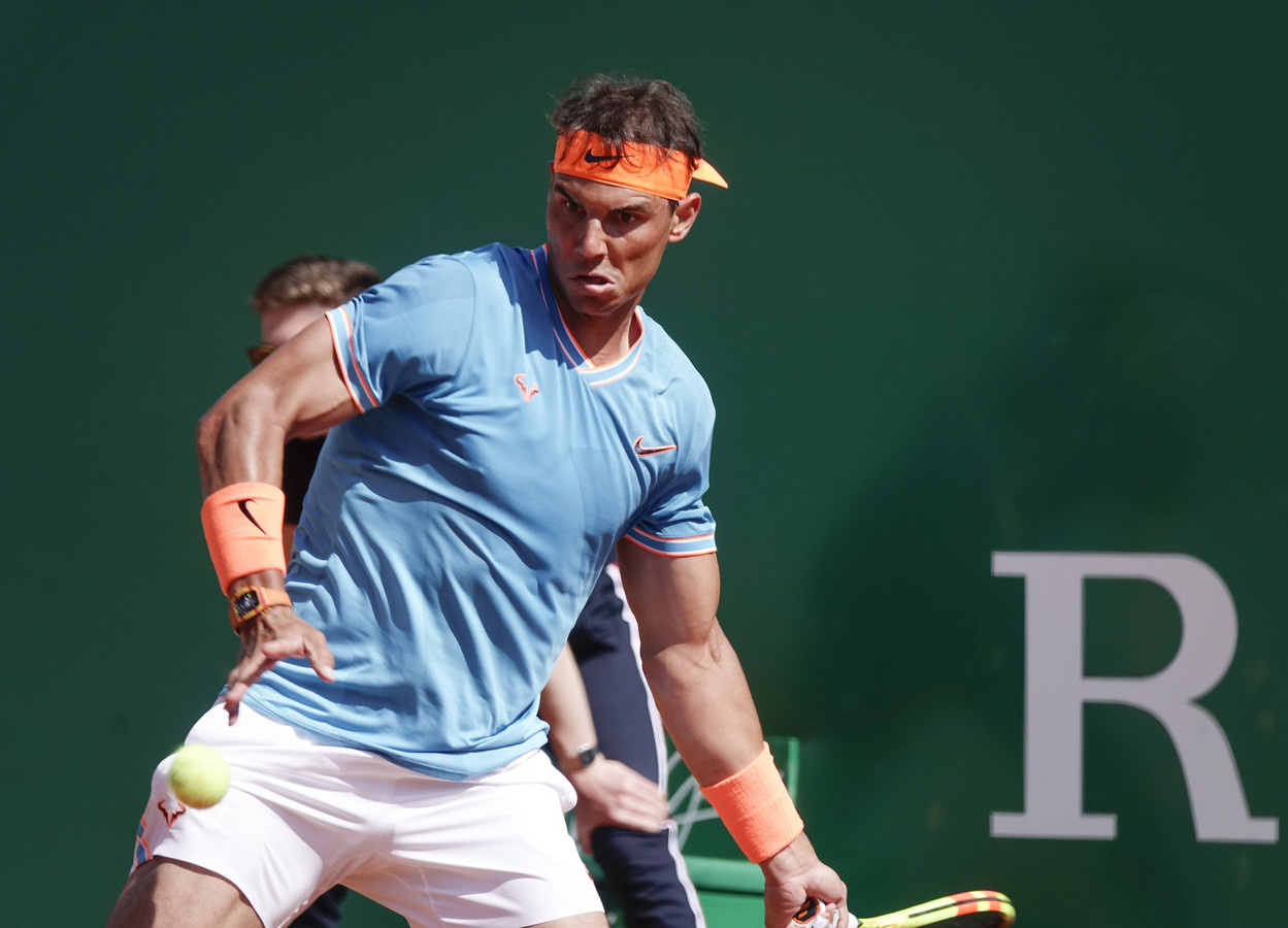 Rafael Nadal won simpel de tweede ronde in Monte Carlo.