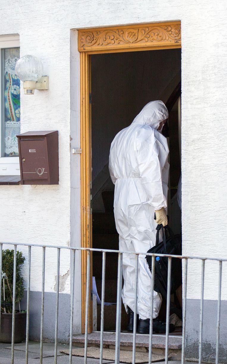 Forensisch onderzoek bij het huis in Höxter. Beeld ap
