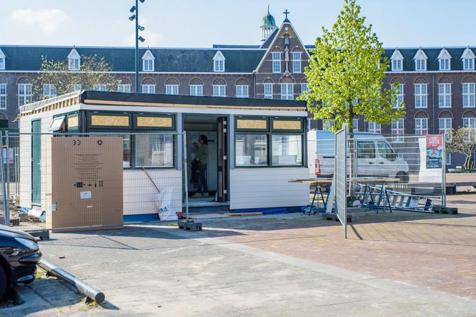 Cafetaria De Fer gaat zaterdag 20 april weer open, het kot staat inmiddels weer na de brand.