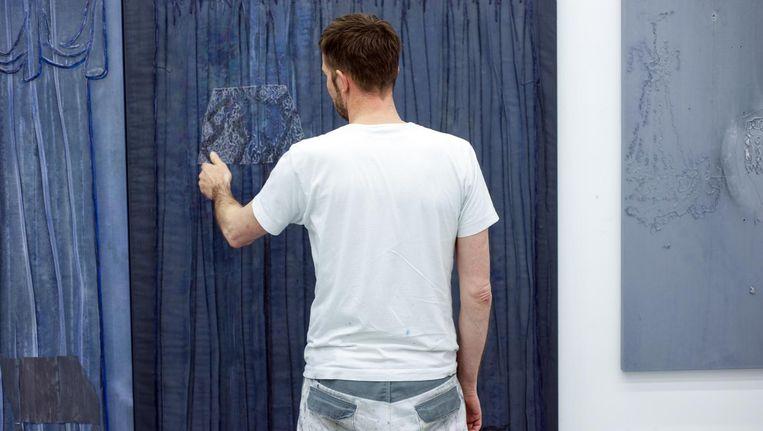 'Als schilder reik ik dingen aan. Ik houd er niet van te zeggen wat je moet zien.' Beeld Michiel van Nieuwkerk