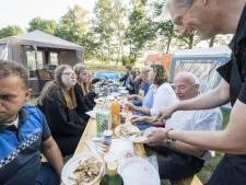 Jongeren op veelbesproken kampeerplek in Tubbergen verrast met ontbijtje