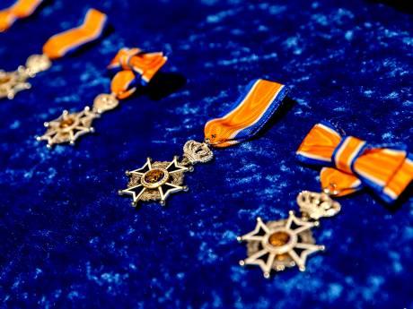 Lintjesregen in de Hoeksche Waard: 27 Koninklijke onderscheidingen