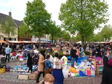 Oranjemarkt Etten-Leur ondanks bewolking 'lekker druk'