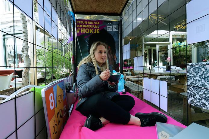 RTL weervrouw Nicolien Kroon is 12 uur opgesloten bij Bonnefooi  voor de actie 'Lock me Up - Free a Girl'.