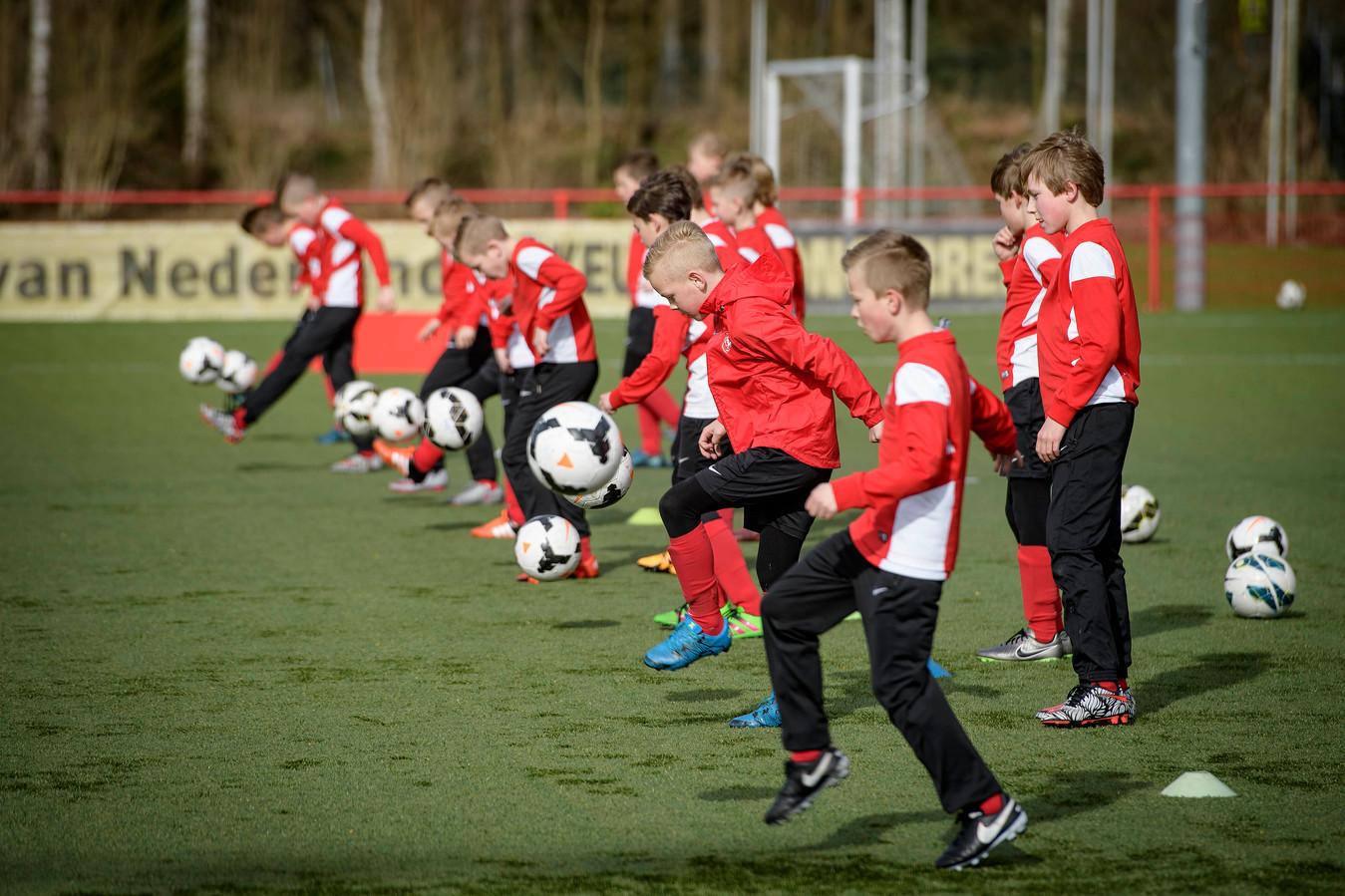 FC Twente en Heracles gaan op basis van gelijkwaardigheid bouwen aan de jeugdopleiding.