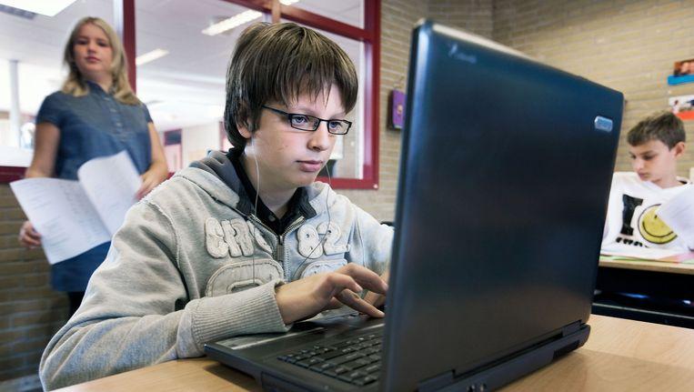 Een jongen met dylexie achter een computer. Beeld Guus Dubbelman / de Volkskrant