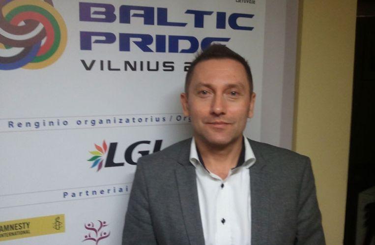 Vladimir Simonko, voorzitter Litouwse gay-vereniging LGL in zijn kantoor. Beeld Presseurop.
