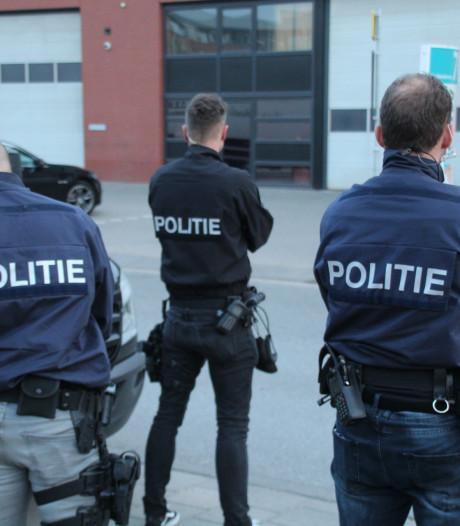 Politie doet inval in bedrijfspand in Wateringen