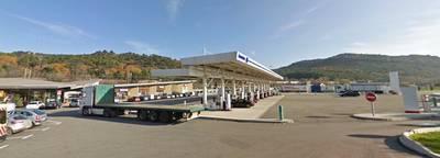 -man-laat-vrouw-achter-bij-tankstation-rijdt-900-km-terug-naar-huis