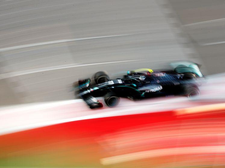 Mercedes domineert tweede training, Verstappen blijft steken op P7