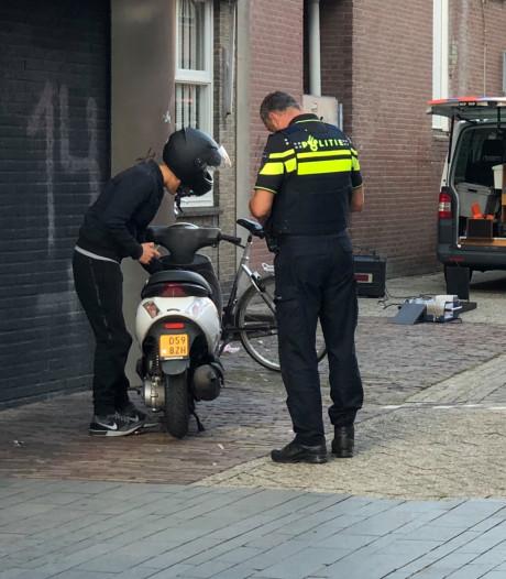 Scooterrijders opnieuw massaal op de bon in centrum Enschede