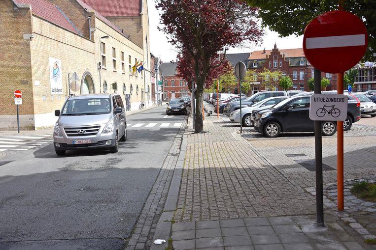 De rijbaan in de Duivenstraat  tussen de Molenstraat en de Gasstraat verdwijnt door de heraanleg van de Steenakker