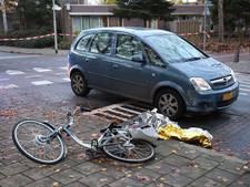 Oudere man op fiets aangereden door auto in Roosendaal