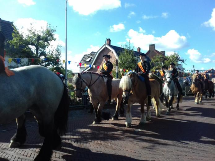 De paarden die in de openingsstoet liepen op de Burghse Ring sloegen niet op hol. Het gebeurde buiten het publiek, bij de trailers op een veldje achter de Hooge Burgh.