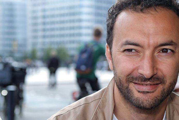Nasrdin Dchar wil met de parade in Amsterdam mensen verbinden door de straat op te gaan. foto Chris van Klinken/pix4profs