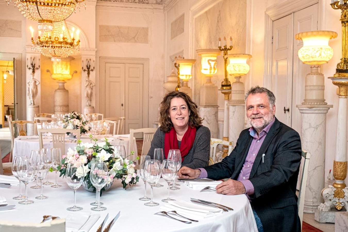 Hanneke Kiel en Eugene Leenders schreven het boek Op de stoep van Soestdijk.