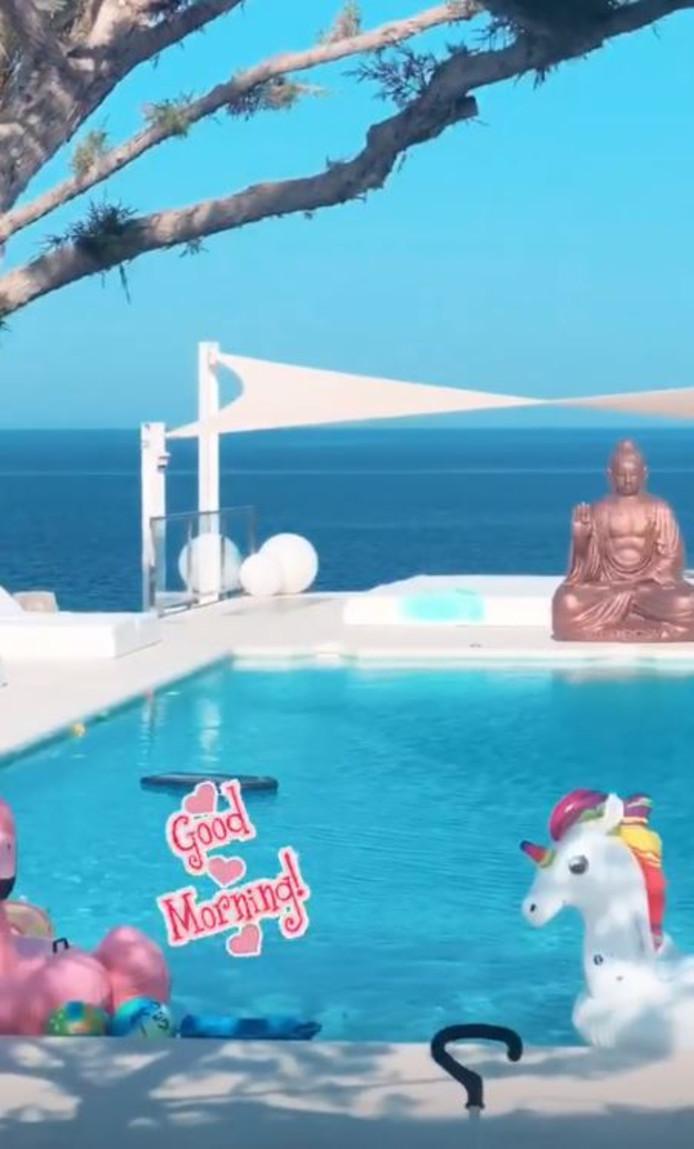 Yolanthe en Wesley bezitten op Ibiza een villa met adembenemend uitzicht.