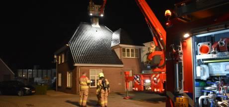 Bewoner schrikt van gloeiend bed en hete slaapkamermuur: schoorsteen in brand