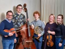 Voor de eerste keer samen het podium op: muzikaal gezin Peijnenborgh bij Noten op de Noen in Helvoirt