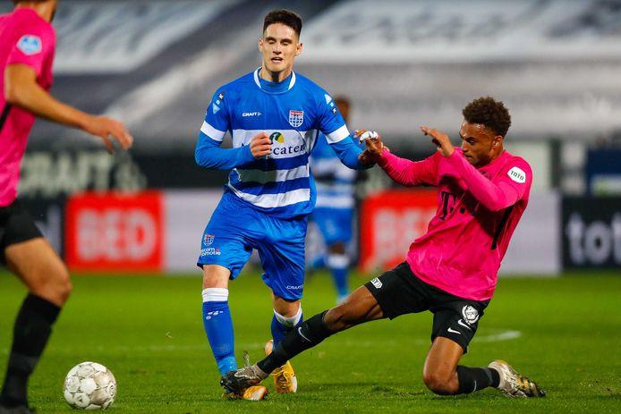 Slobodan Tedic wordt in het duel met FC Utrecht hard op zijn enkel geraakt door Tommy St. Jago. De Servische aanvaller mist daardoor de wedstrijd tegen VVV-Venlo.