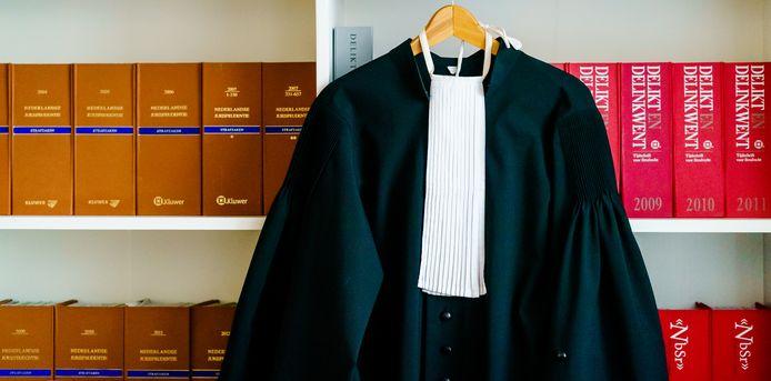 Een toga op kantoor. Foto ter illustratie.