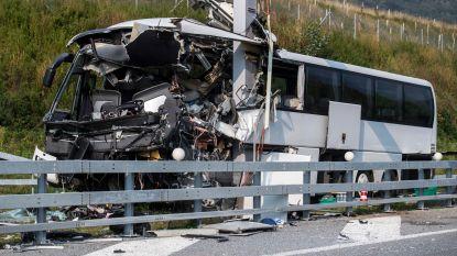 Dode en dertien gewonden bij busongeval in Zwitserland