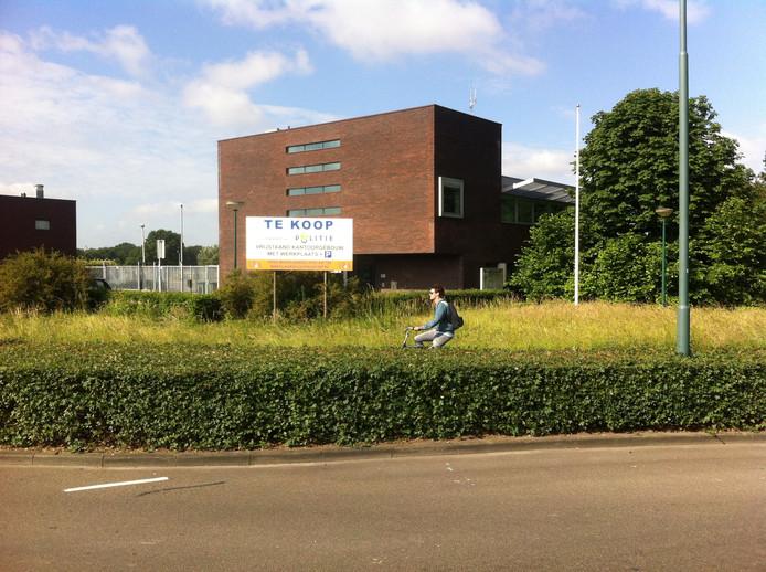 Het nieuwe familiehotel komt in het voormalige politiebureau in Kaatsheuvel.