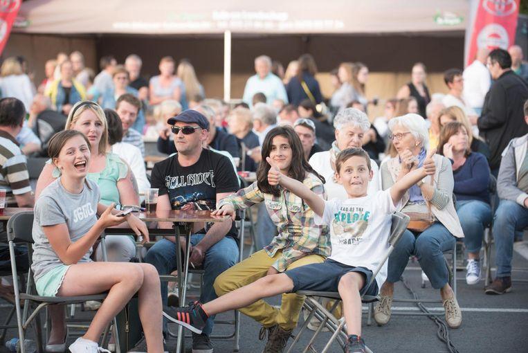 De Bruulconcerten, die deze keer plaatsvonden op parking Portois, lokten ook dit jaar heel wat volk.